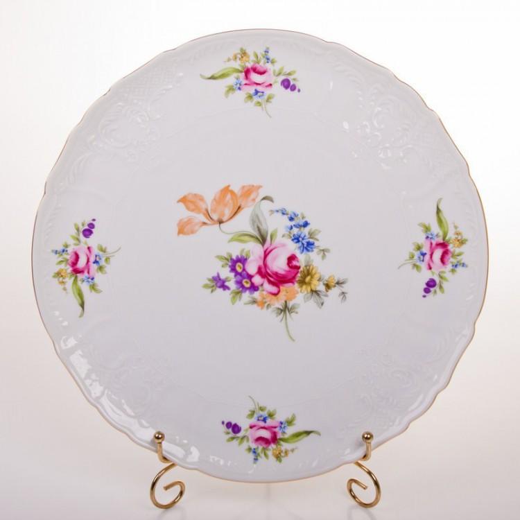 Красивая столовая тарелка